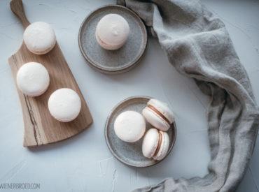 Entspannt Macarons backen? Das geht! Wie zeige ich dir mit meinem Rezept für Mandel-Macarons und meinen besten Tipps!