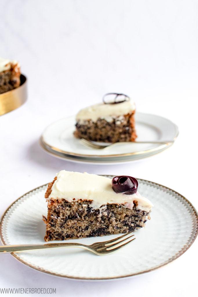 Rezept für Morotskaka, schwedischer Rüblikuchen mit Butter-Frischkäsefrosting in der Version mit Urkarotten / Morotskaka, Swedish carrot cake [wienerbroed.com]