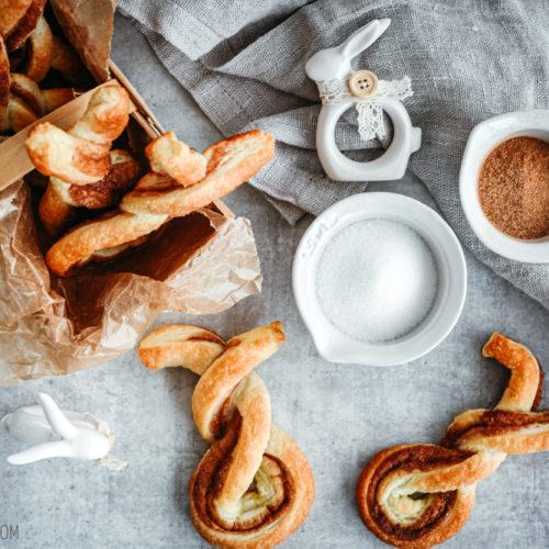 Rezept für Zimtschnecken-Häschen, zarte Blätterteig-Hasen mit Zimt-Zucker-Füllung, superschnell gemacht / Cinnamon bun flaky pastry bunnies [wienerbroed.com]